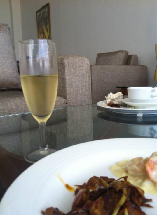 ラウンジのご飯とワイン