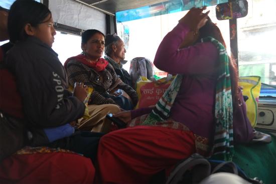 ネパールの公共バス