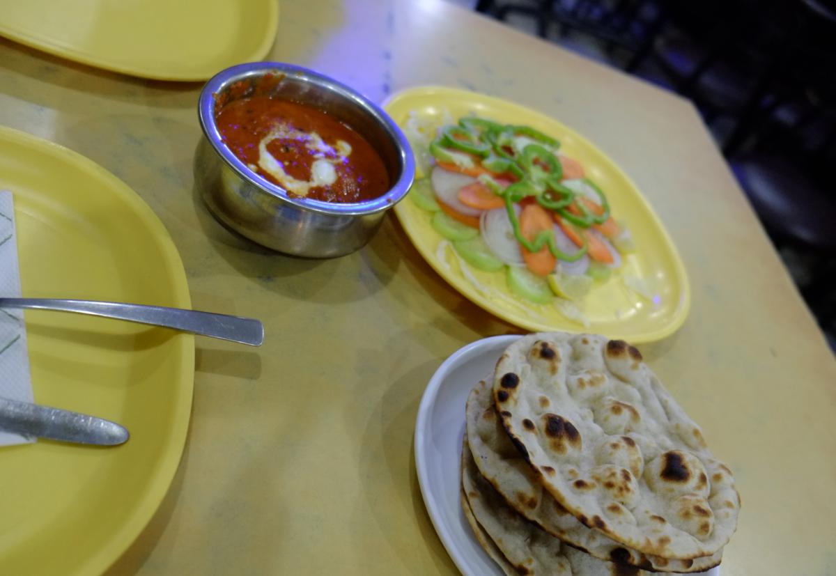 インドの食堂で出てくるカレー