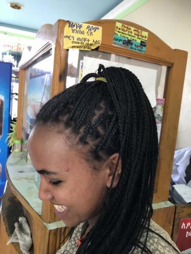 エチオピア編み込みヘアー の女性