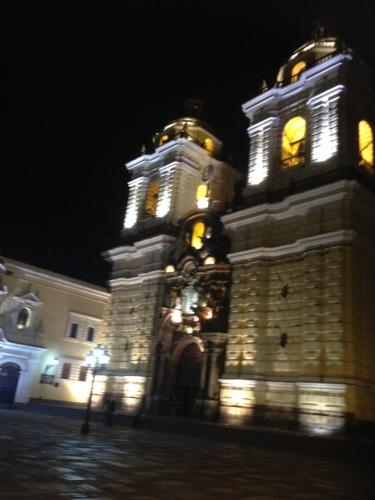 リマの夜の旧市街