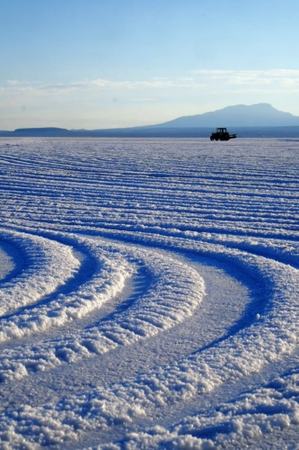 ウユニ塩湖でトリックアートに挑戦