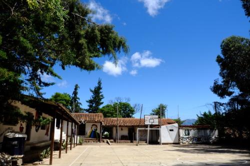 ボリビアでチェゲバラの没地を訪れる。バジェグランデ でゲバラにまつわるミュージアム見学。死体が公開された洗濯台、チュロー谷、イゲラ村に訪れた。